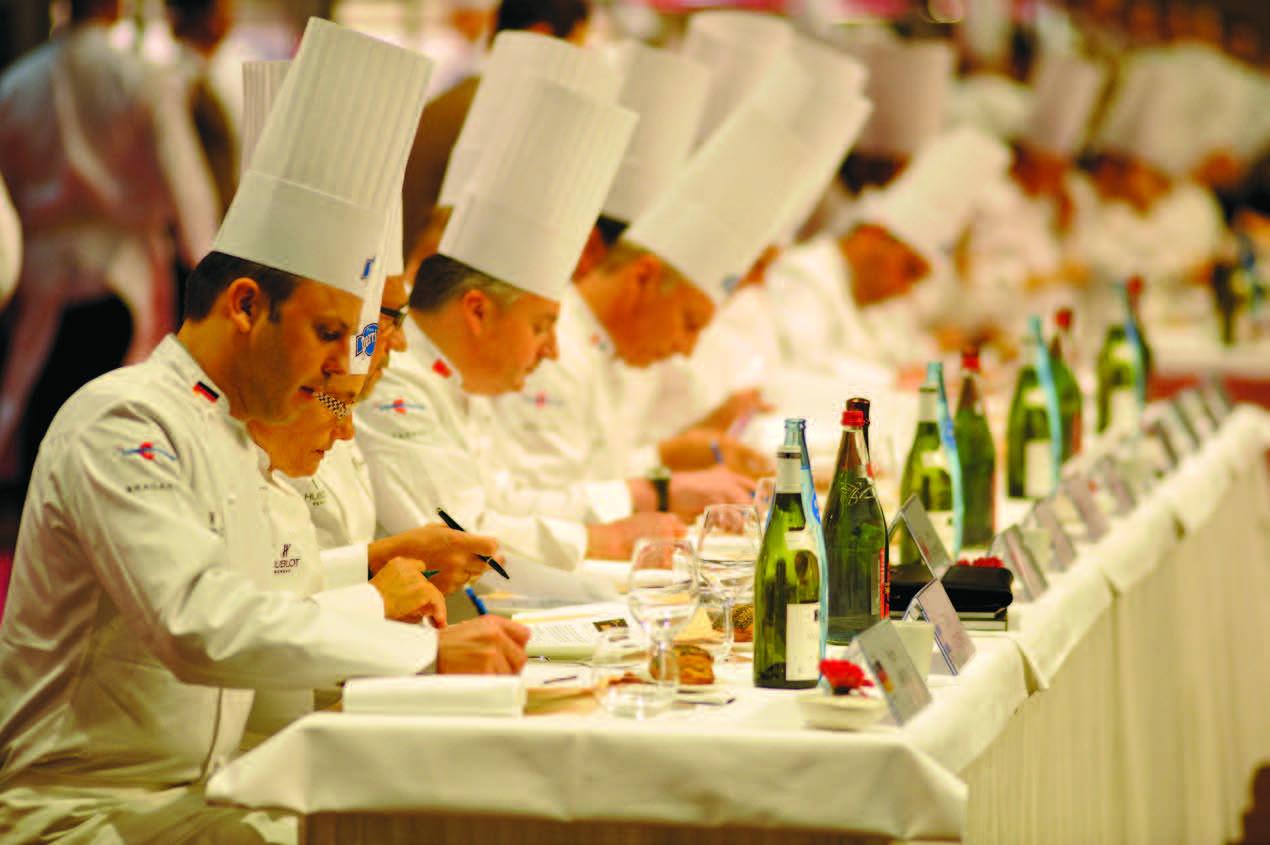 24-ių virtuvės meistrų komisija...