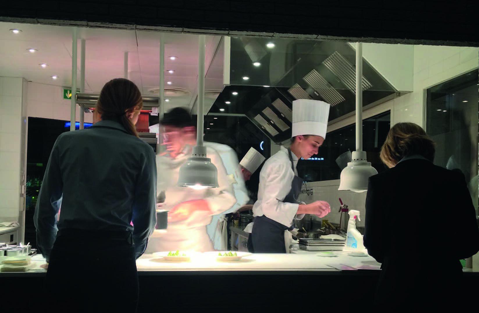 """Anne-Sophie Pic restorano """"La Dame de Pic"""" virtuvėje"""