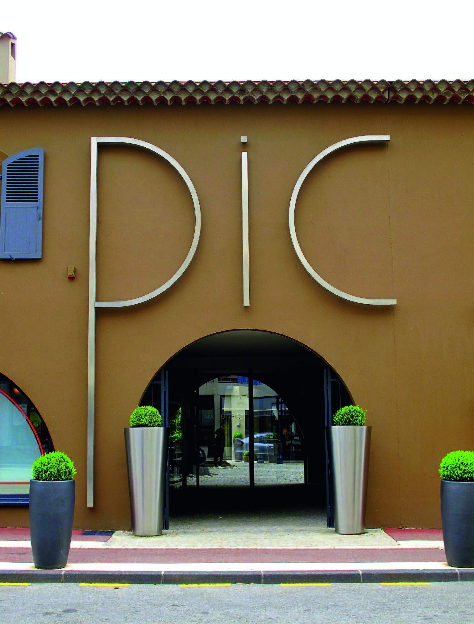 """Restorano """"Maison Pic"""" įėjimas"""
