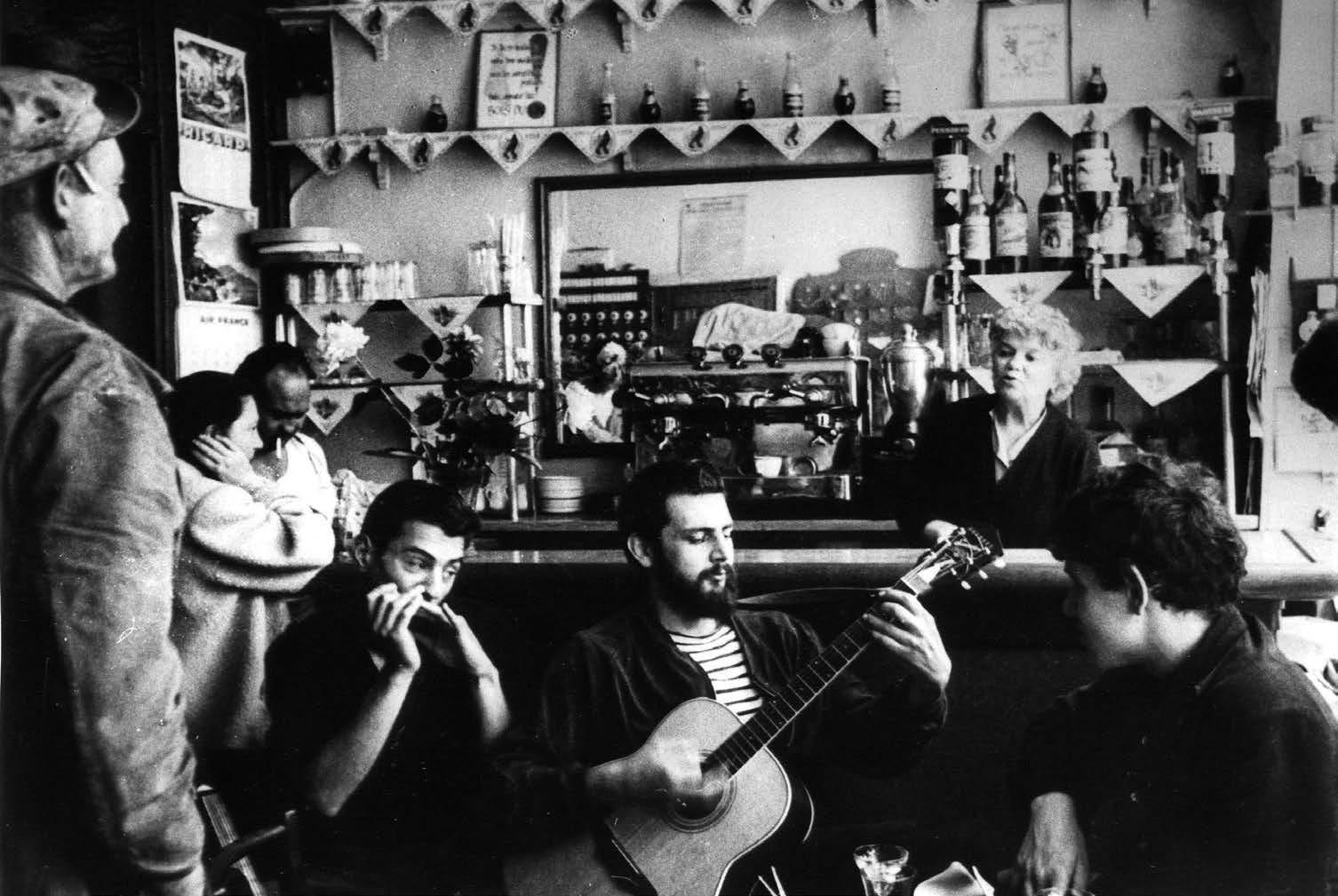 """""""Beat"""" viešbučio Paryžiuje gyventojai (nuotr. Harold Chapman, 1960 m.)"""