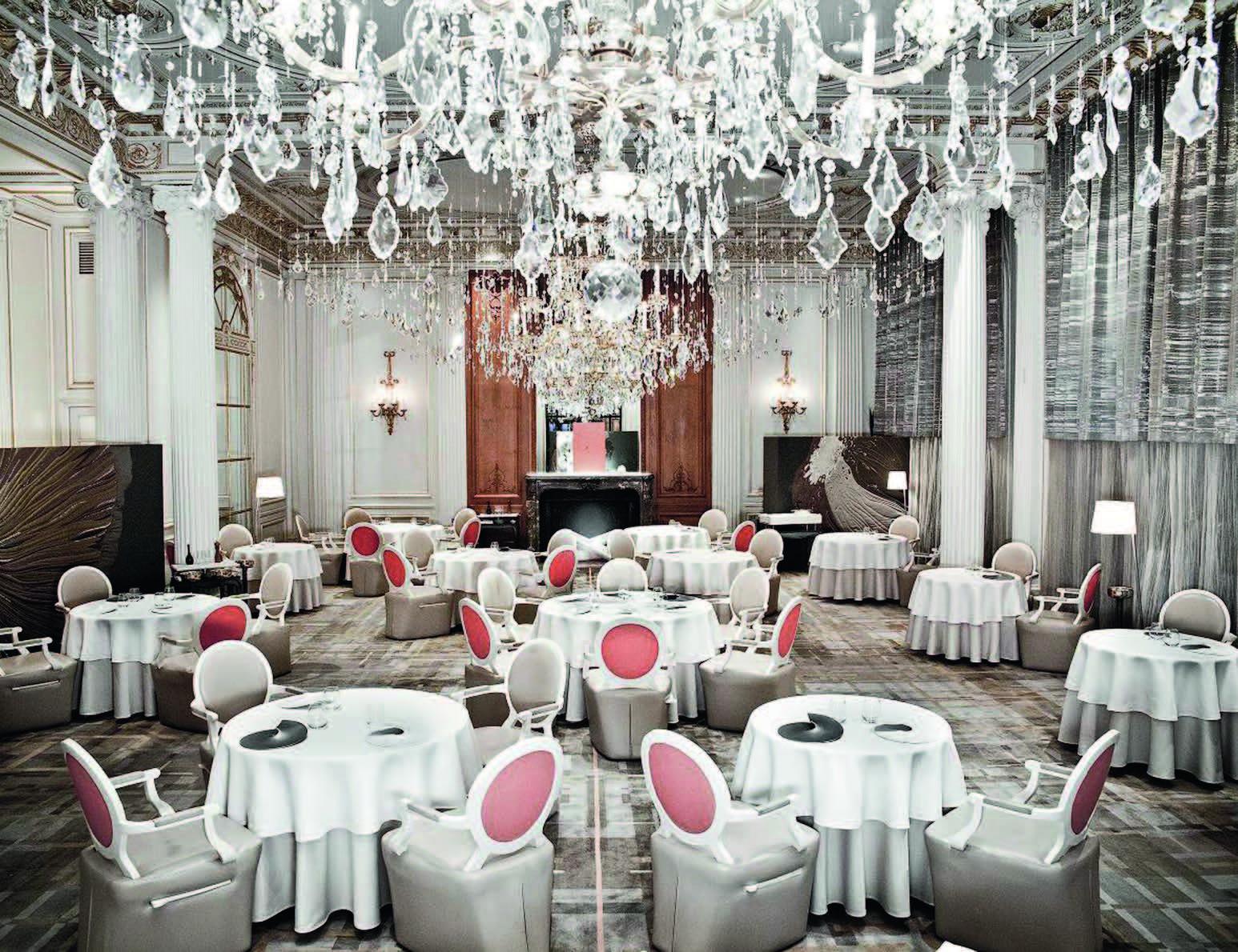 """Prabangus restoranas """"Athénée Paris"""" """"Plaza"""" viešbutyje Paryžiuje"""
