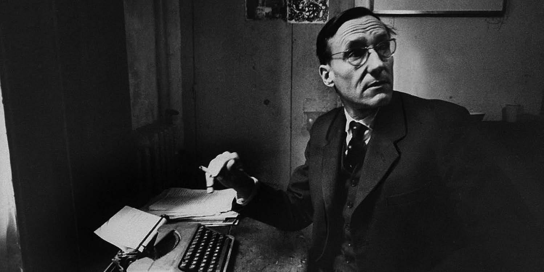 """Williamas S. Burroughsas """"Beat"""" viešbutyje sukūrė knygą """"Nuogi pusryčiai"""" (""""Naked lunch"""")"""