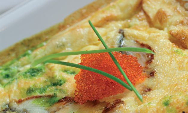 Dviejų spalvų omletas su rūkytu unguriu ir ikrais