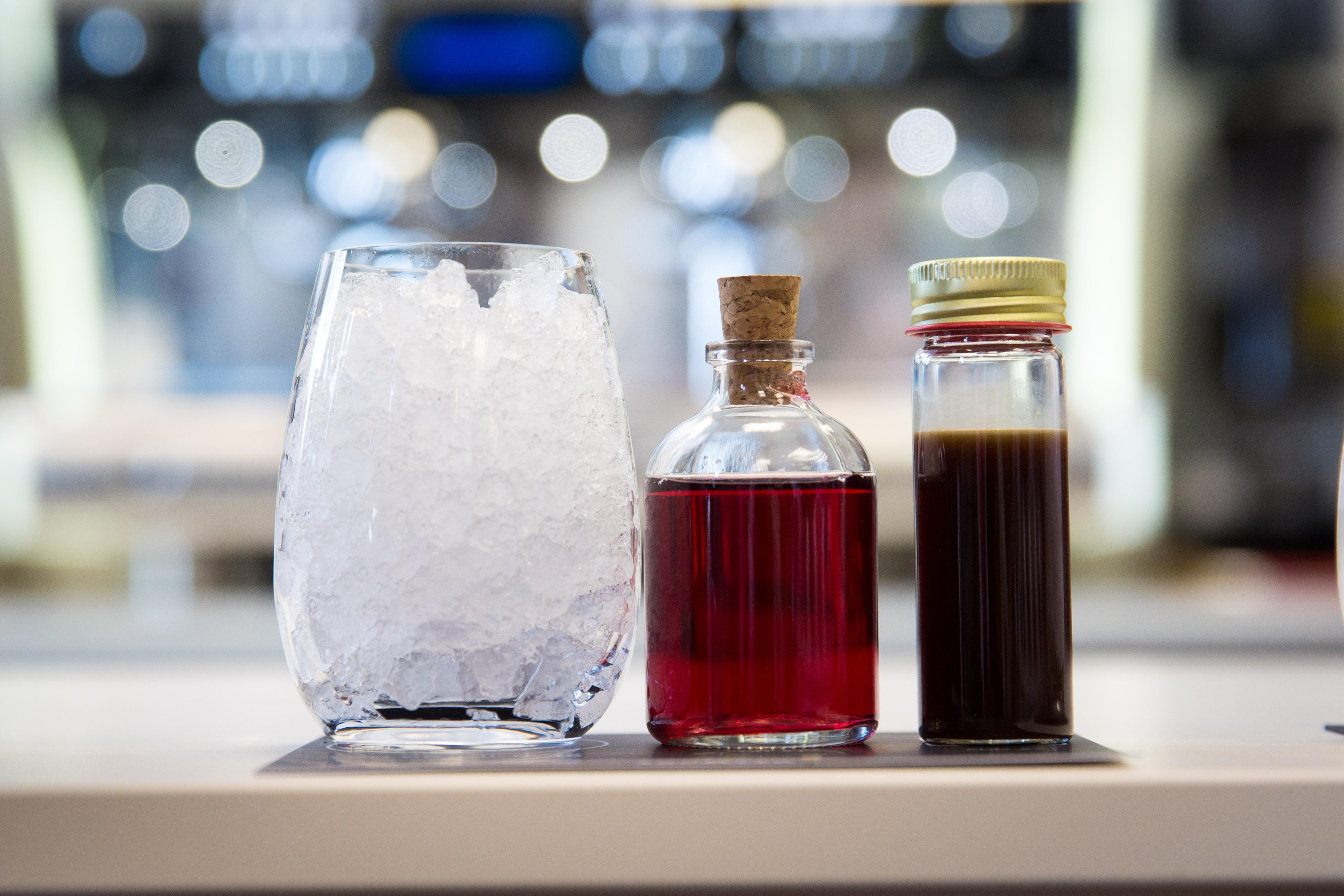 Šaltas kavos kokteilis su vyšnių limonadu