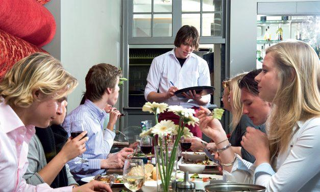 Etiketas: vakarieniaujame restorane