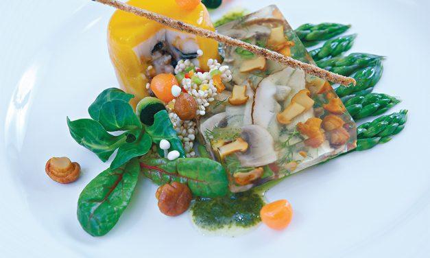 Grybų užkandėlė su bolivinių balandų (kinvų) kruopų salotomis ir žolelių padažu
