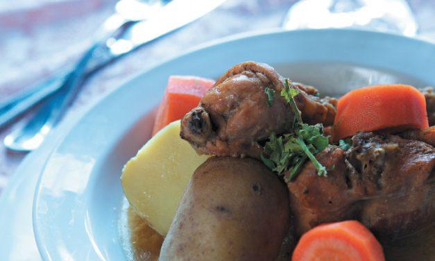 Troškintas triušis su bulvėmis