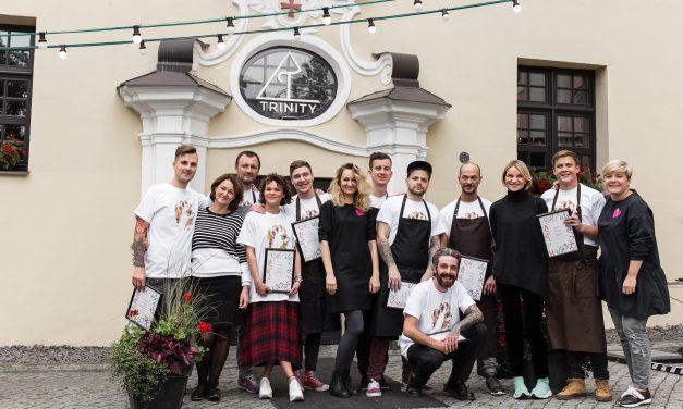 8 virtuvės šefai uždirbtus 5900 eurų padovanojo vėžiu sergantiems vaikams