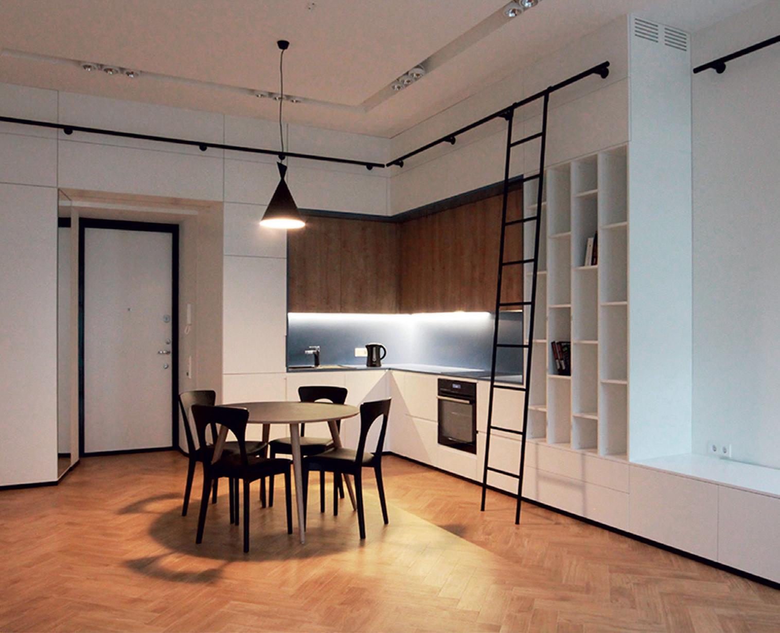 """Atvira virtuvė savo medžiagiškumu puikiai dera tiek su baldais, tiek su grindimis. Aut. """"Kubinis metras"""""""