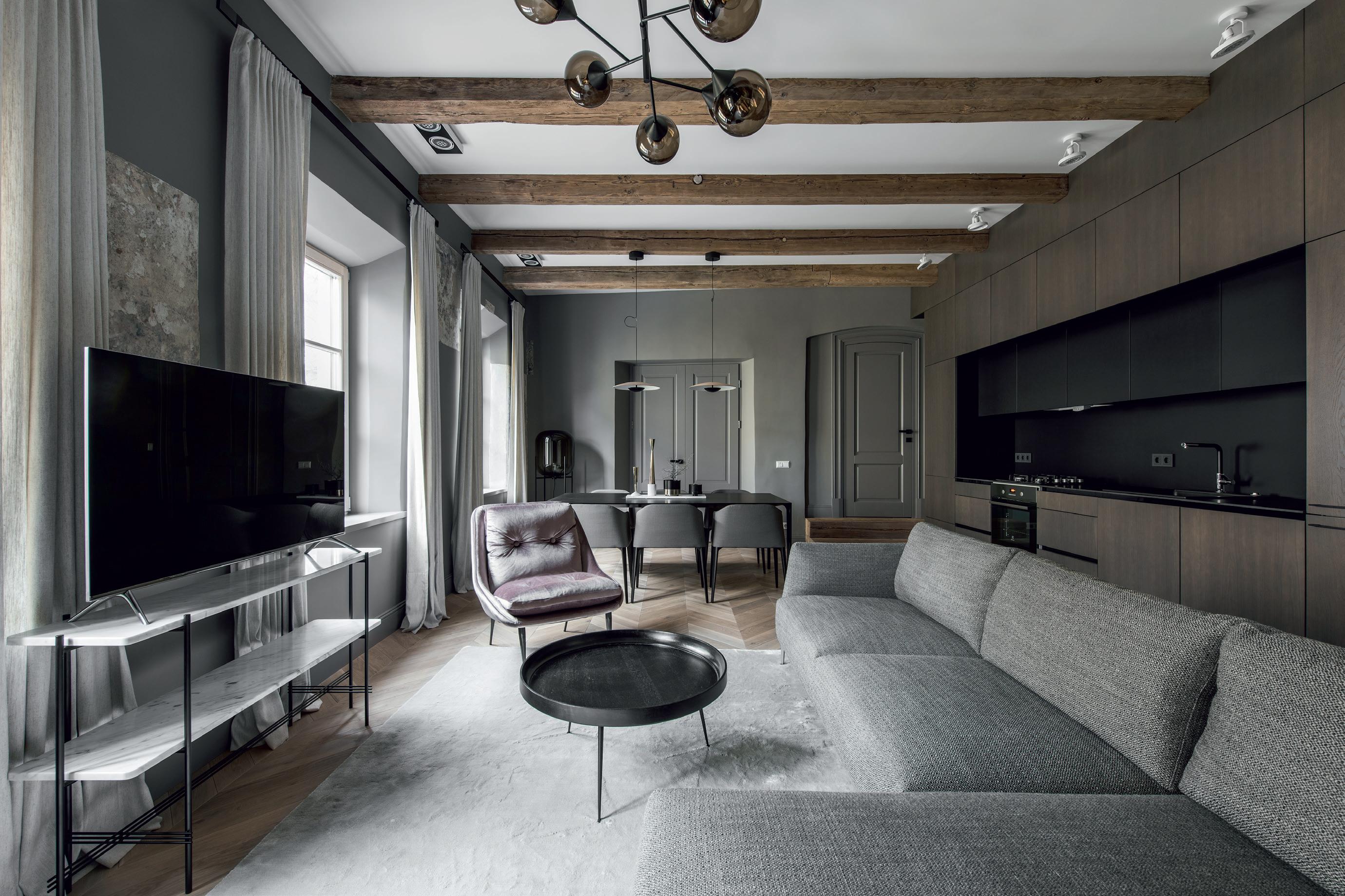 Solidžių spalvų derinys ir modernios baldų formos. Aut. Viktorija Emdė