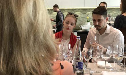 Restoranų atstovai gilino žinias apie vyno ir ant grotelių keptų patiekalų derinimą