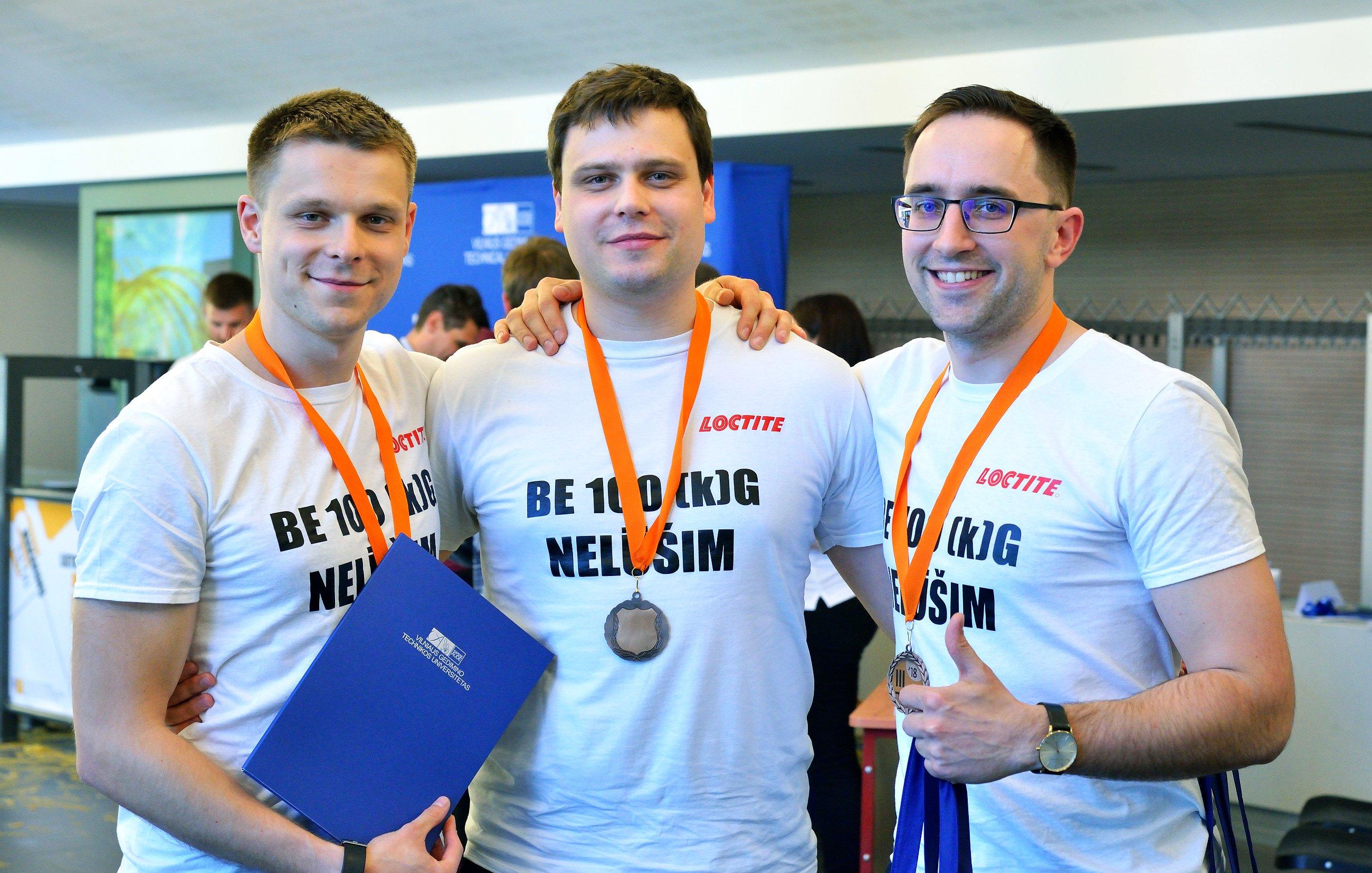 Trečios vietos nugalėtojai - VGTU absolventų komanda, čempionato veteranai Be 100 kg nelūšim