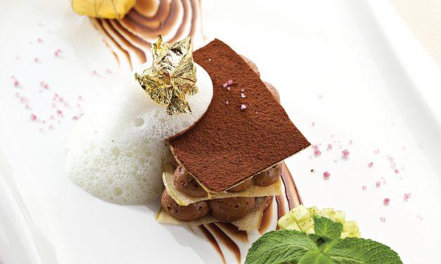 Obuolių traškučiai su belgiško šokolado putėsiais ir bazilikų pudra