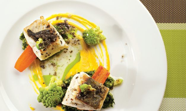 Žuvis su perliniu kuskusu, špinatų bei krapų ir morkų kremais