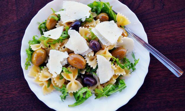 Makaronų ir ožkos sūrio salotos
