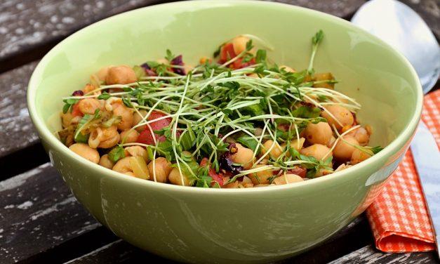 Avinžirnių ir daržovių salotos