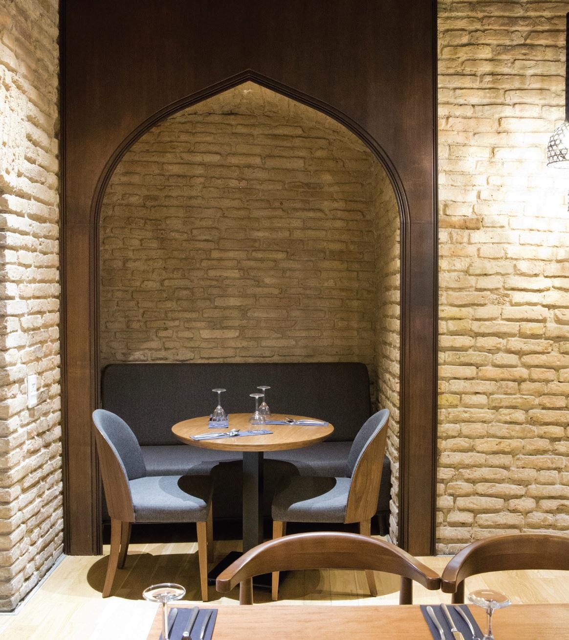 Subtilios interjero detalės byloja apie tai, kad čia – turkų virtuvės restoranas