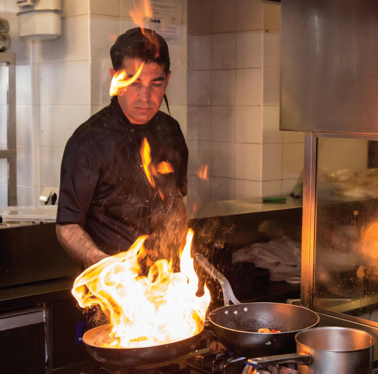 Virtuvės šefo Michaelio Yilmazo ugnies burtai restorano virtuvėje