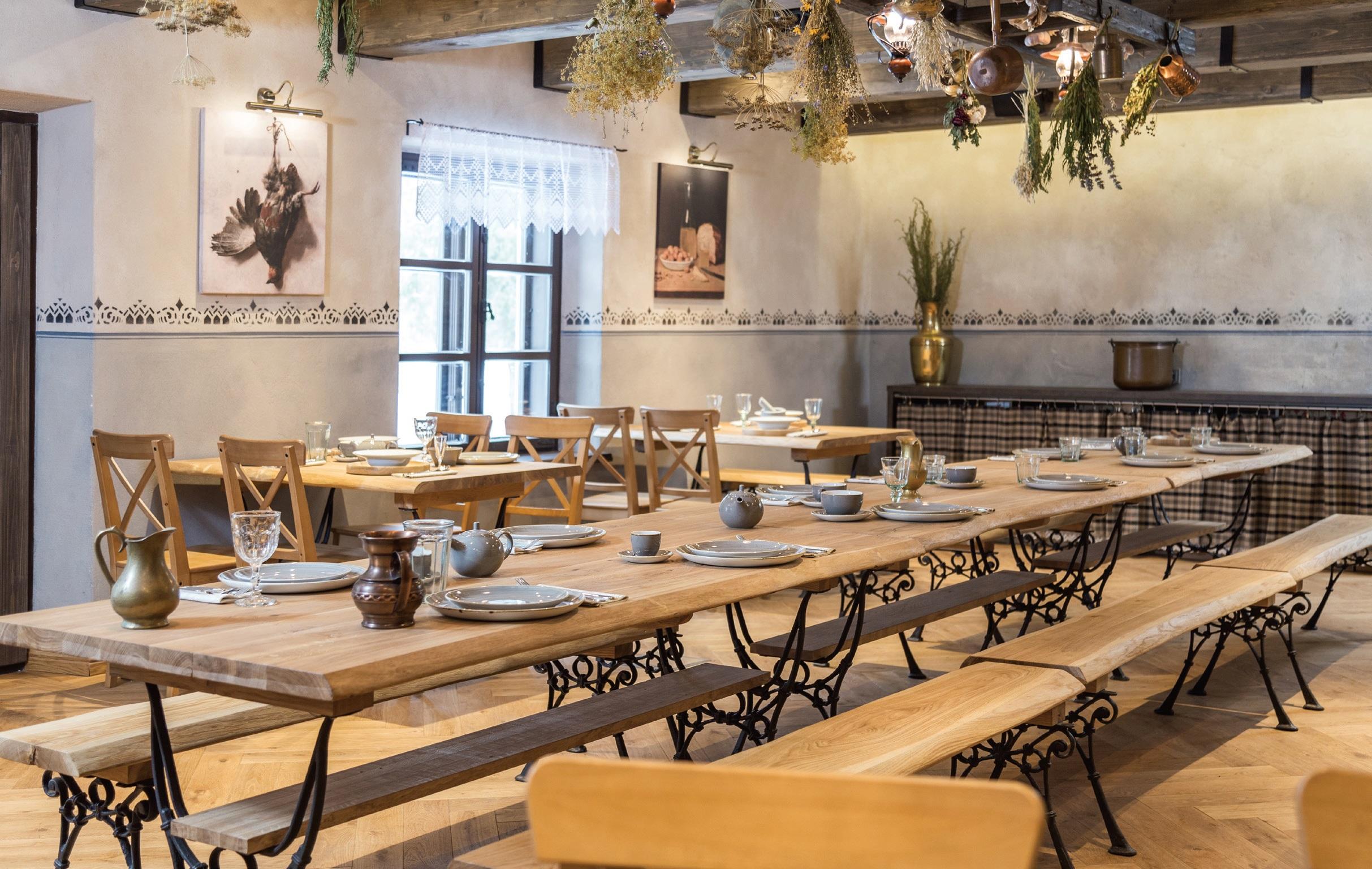 """Išlikusiame virtuvės pastate šiandien įsikūręs šio straipsnio herojus, restoranas """"Kuchmistrai"""""""