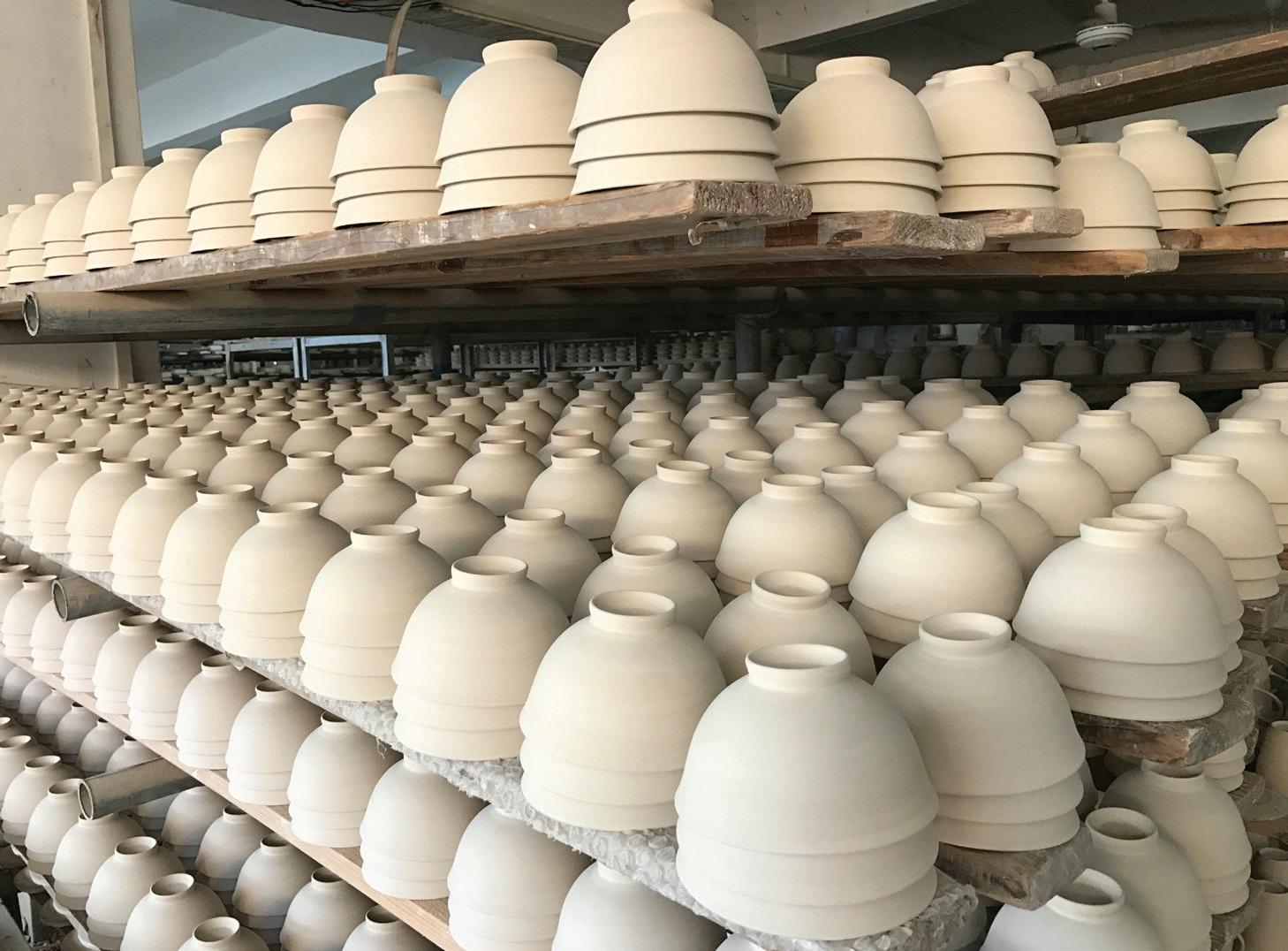 """Šiandien """"Easy Life"""" siūlo vartotojams platų spektrą dekoruotų dirbinių iš porceliano, melamino, stiklo ir daugybės kitų žaliavų"""