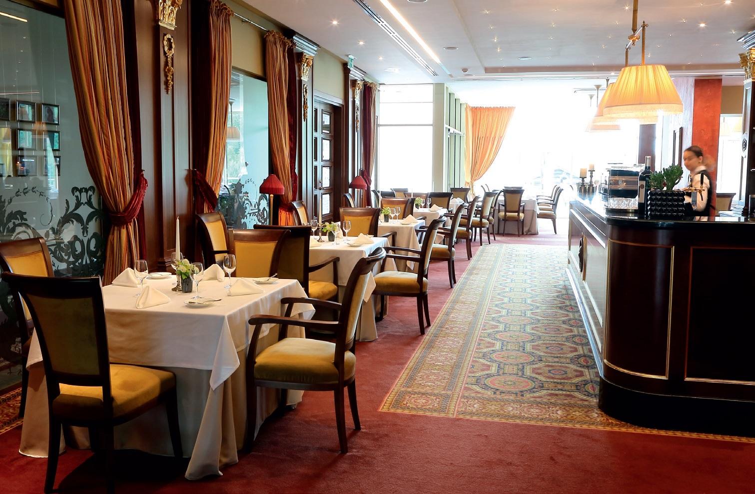 """Atvykusieji į parką turi galimybę ne tik karališkai pailsėti ir praleisti laiką, bet ir pasisemti gurmaniškų įspūdžių 5+ žvaigždučių """"Harmony Park"""" viešbutyje įkurtame restorane """"Simboly"""""""