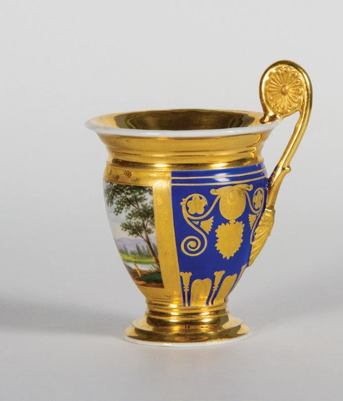 """Beržėnų dvarą valdžiusių grafų Čapskių puodelis ir lėkštutė kavai, Peterburgo imperatoriškoji porceliano manufaktūra, XIX a. I p. Šiaulių """"Aušros"""" muziejus"""