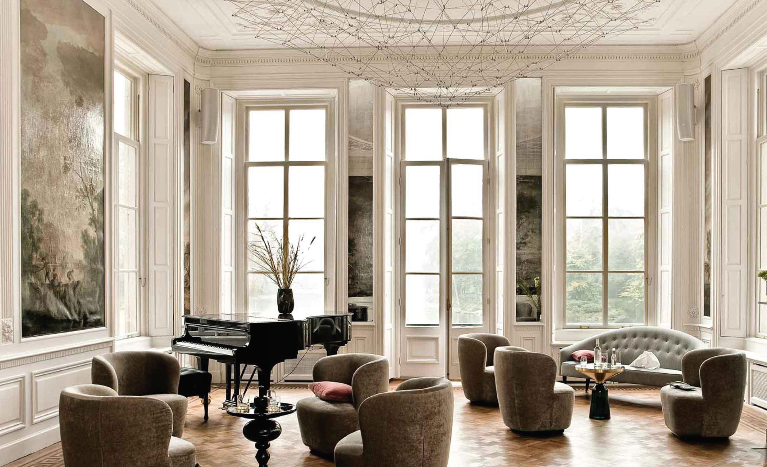 Salono salėje pūpsantis fortepijonas byloja apie čia vykstančius nuostabių muzikos garsų pripildytus jaukius ir elegantiškus vakarus