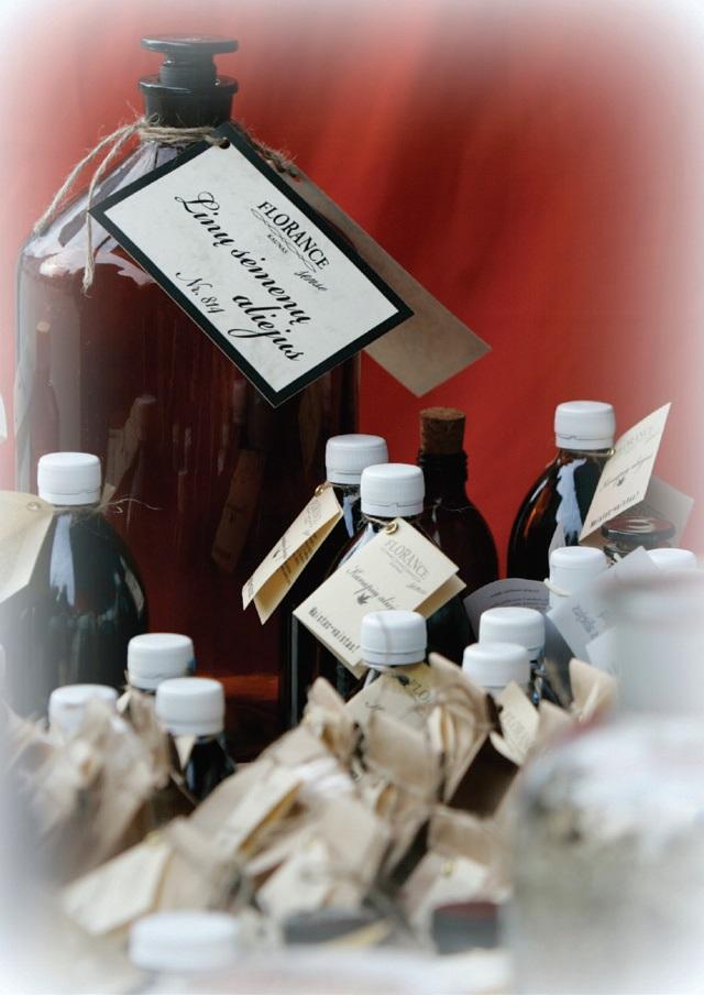 """Taip atrodė pirmieji Nerijaus Slesariūno sukurti """"Florance sense"""" produktai iš aliejinių kultūrų"""