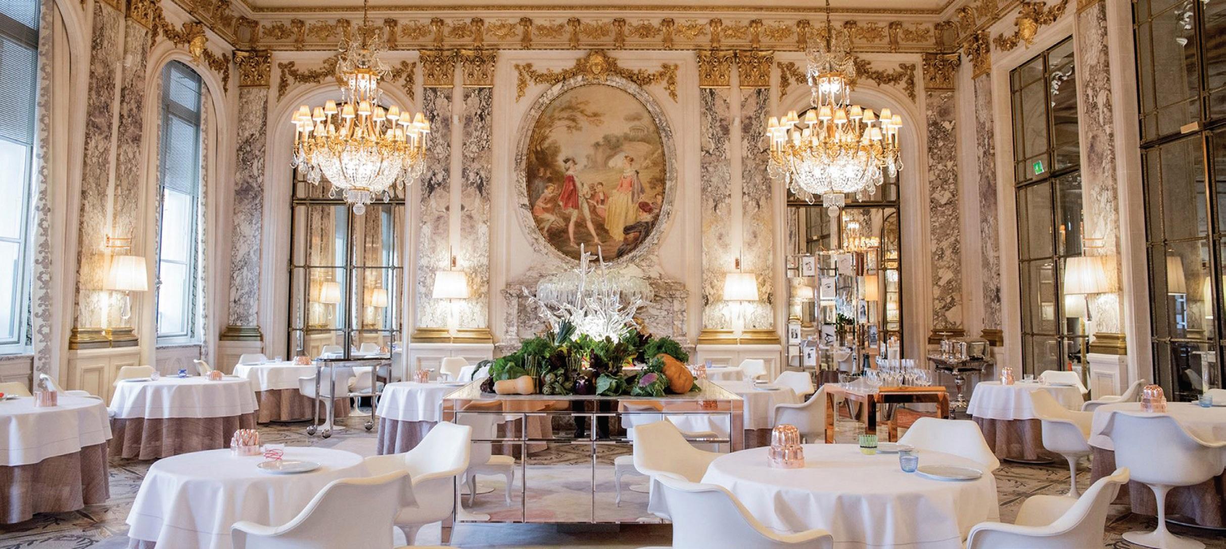 """Viešbučio """"Le Meurice"""" restoranas. Rūmų aplinka ir prabanga įkvepia ir, rodos, nukelia į pasaką"""