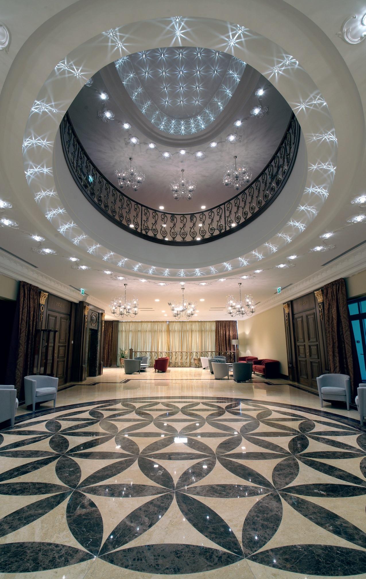 Viešbučio interjeras užima kvapą, pradedant erdvių suplanavimu, baigiant įspūdingais apšvietimo sprendimais...