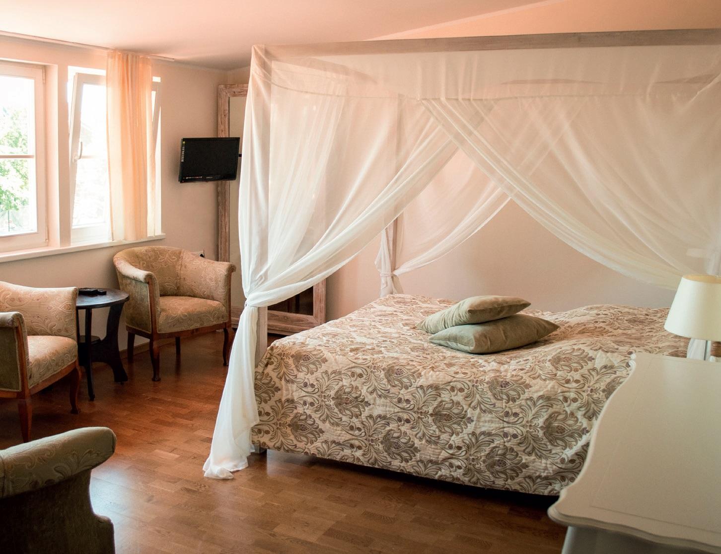 Viešbutyje įrengta 16 šviesių, jaukių kambarių