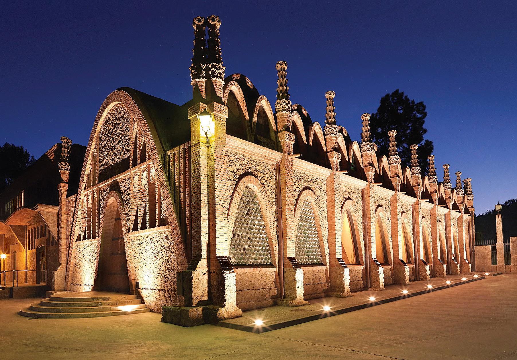 Cava katedra, pastatyta 1895 m. Architektas – Antonio Gaudí amžininkas Josephas Puigi Cadafalchas