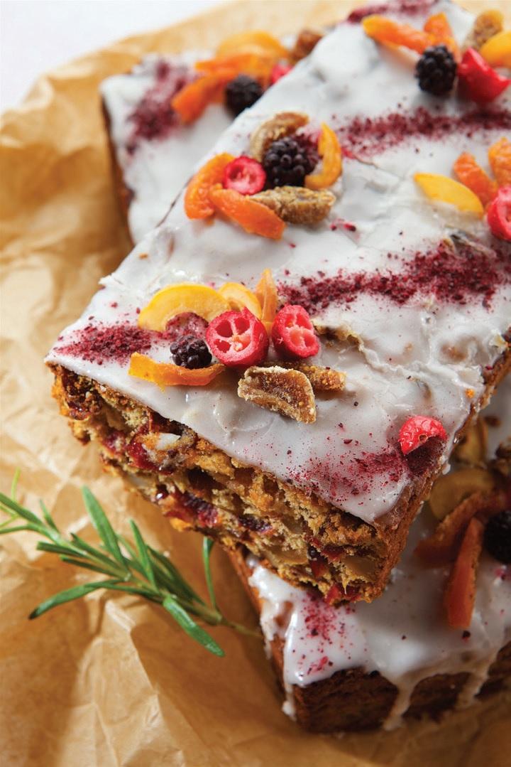 Kalėdinis džiovintų vaisių ir riešutų pyragas