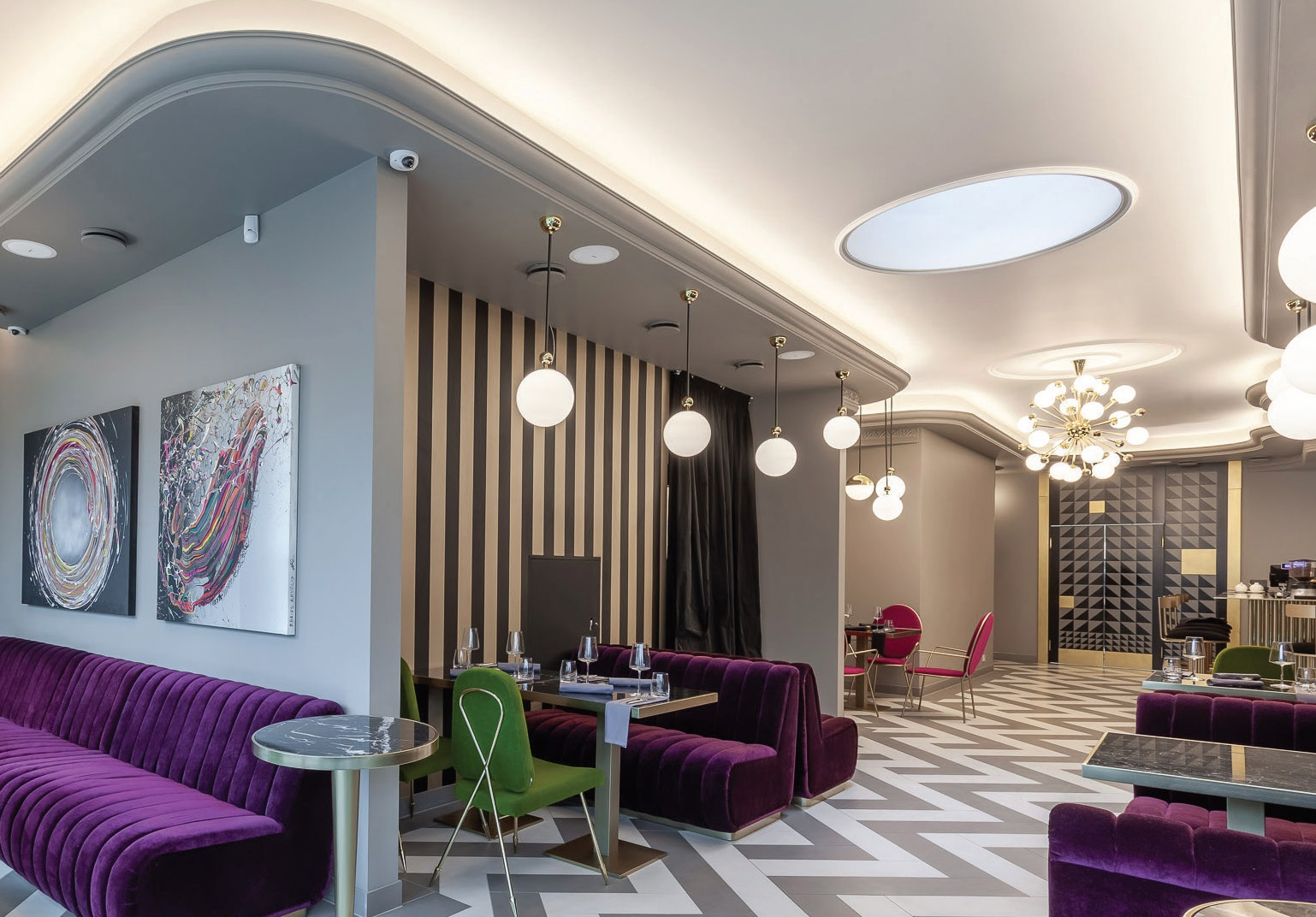 """Viešbučio svečių maitinimu rūpinasi europietiškos virtuvės restoranas, kuriame laukiami tiek apsistojusieji """"Amsterdam Plaza"""", tiek Palangos gyventojai bei kurorto svečiai"""