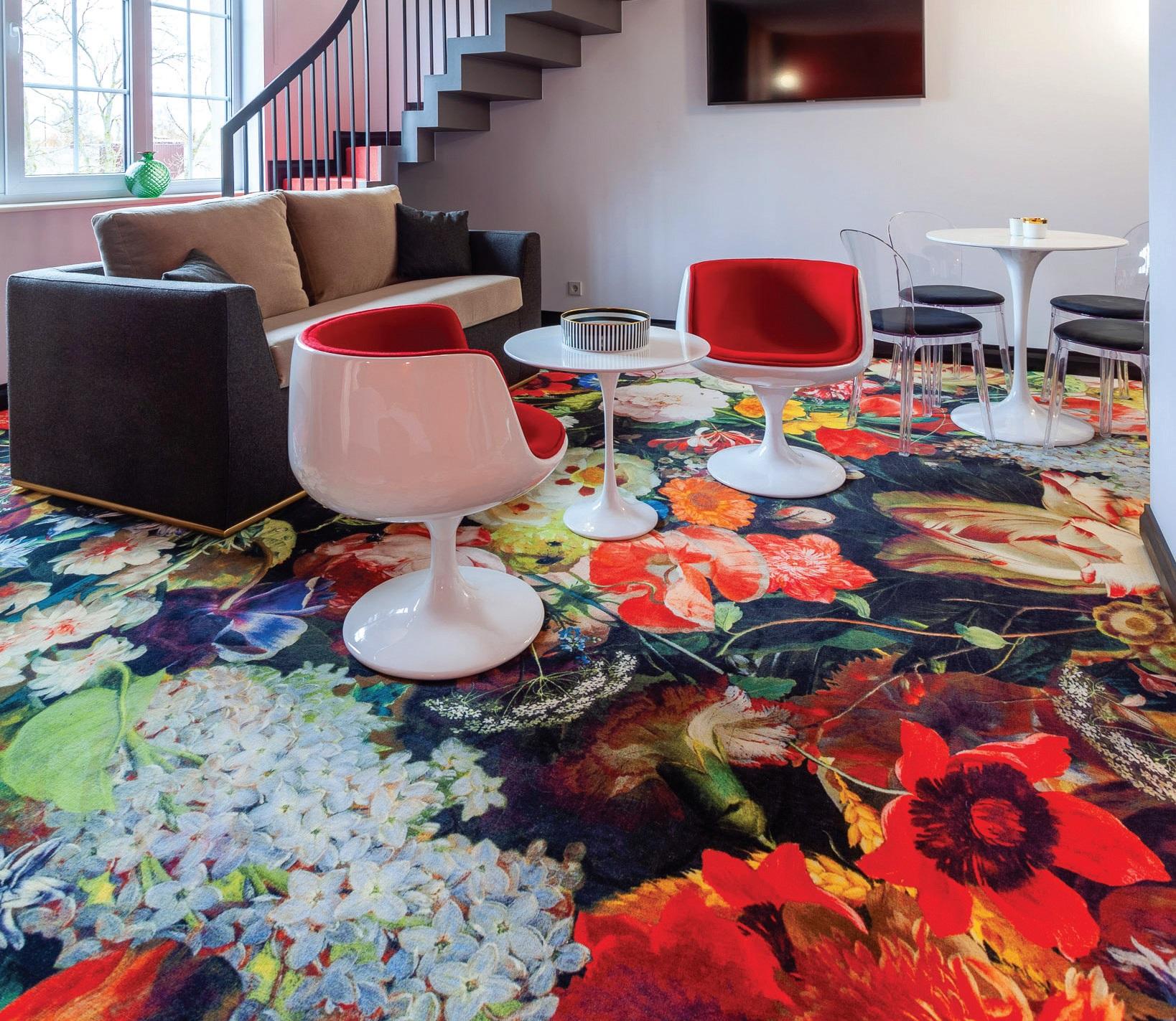 """Vienas didžiausių netikėtumų viešbučio apartamentuose – olandų gamintojo """"Moooi"""" kiliminės dangos, kurių raštus kūrė vienas garsiausių pasaulio dizainerių – Marcelis Wandersas"""