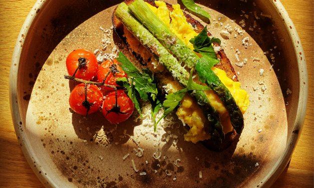Maistingi karantino pusryčiai su šparagais