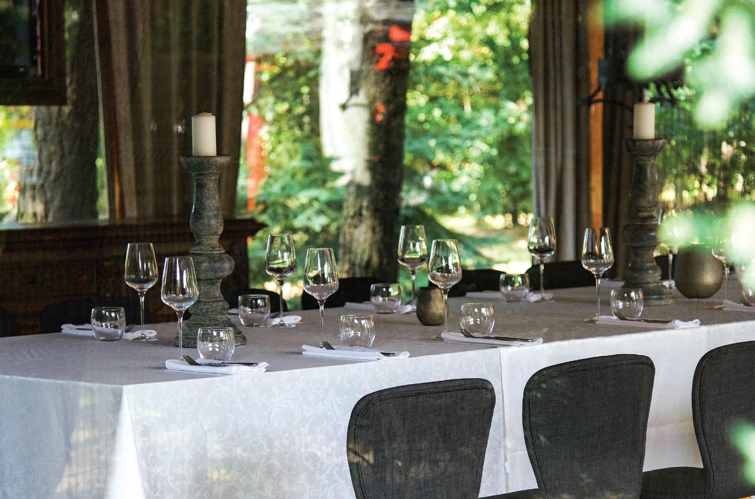 """""""Nendrinėje pastogėje"""" gausu įvairiausių erdvių, kurios puikiai tiks ne tik vakarienei artimiausiųjų būryje, bet ir didesniems susitikimams. Viktorijos Paškelytės nuotr."""