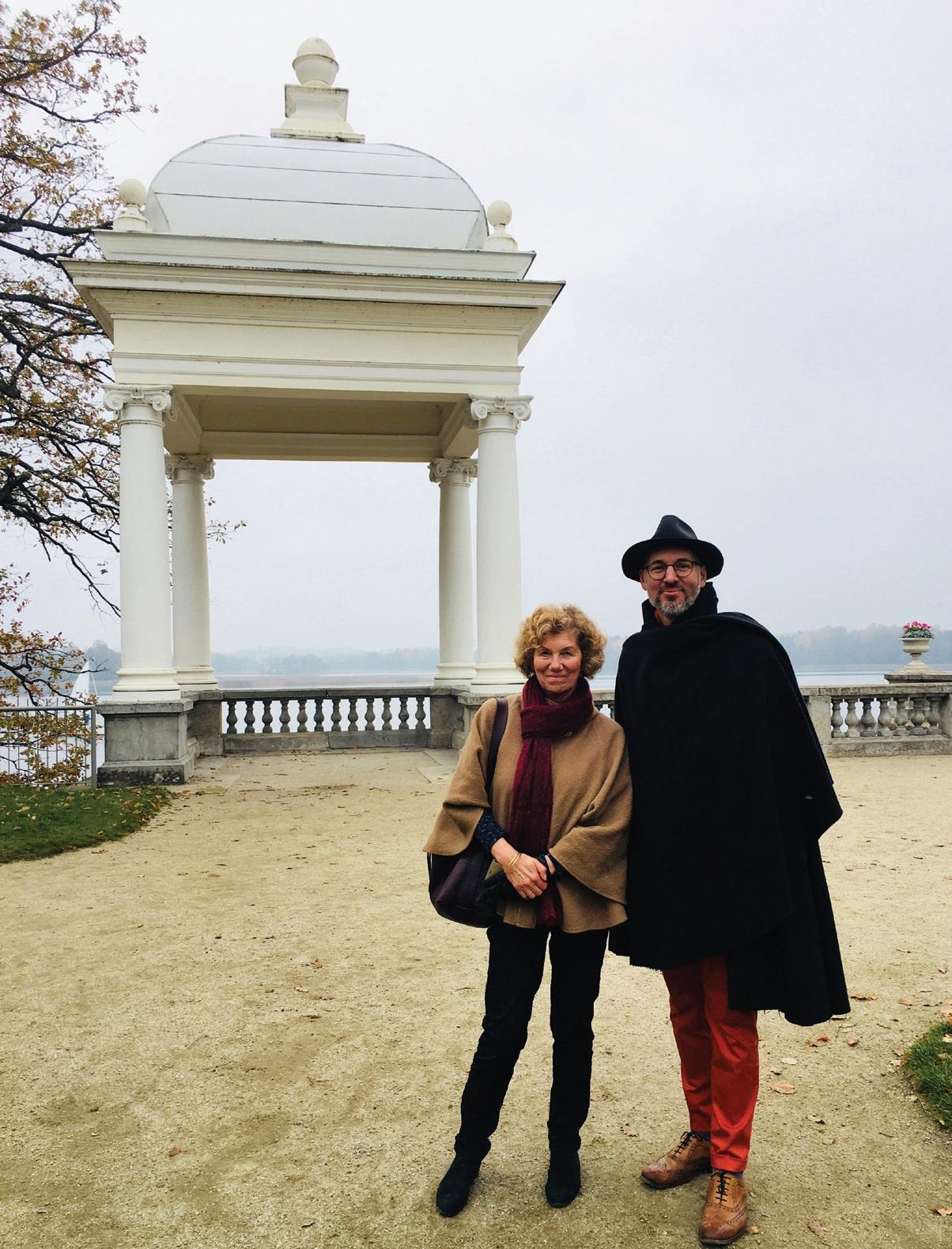 Giedrė Filipavičienė – viena iš Užutrakio dvaro rūmų architekčių-restauratorių su šio straipsnio autoriumi. Iš M. Daraškevičiaus asmeninio albumo, 2018 m.
