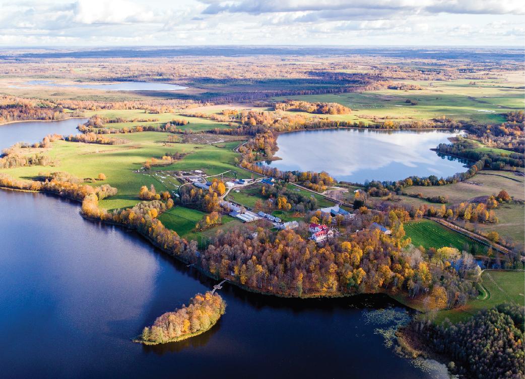 Ilzenbergo dvaro sodyba. Lietuvos kraštovaizdyje išsiskiria erdvios dvarų sodybos, kurios paprastai yra įsikūrusios vaizdingiausiose vietovėse, šalia ežero ar upės. Ilzenbergo dvaro archyvo nuotrauka