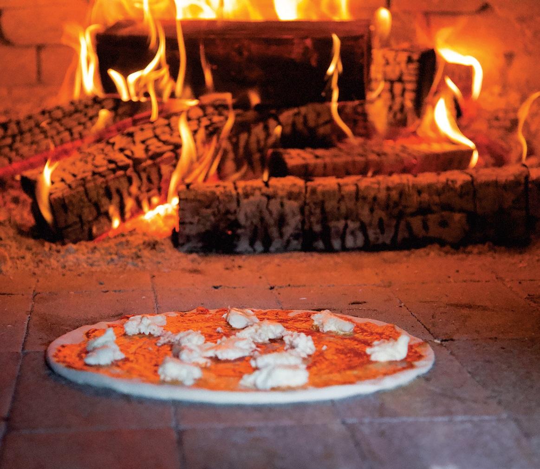 Picos čia kepamos krosnyje, ant atviros ugnies, pagal senąsias italų tradicijas