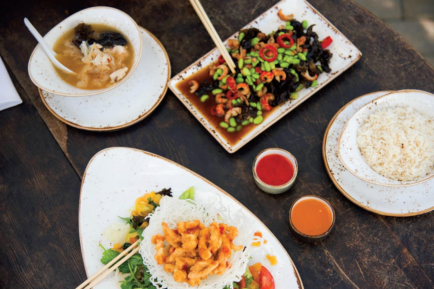 Restorane vyrauja net keturios virtuvės. Europietiška, kaukazietiška, itališka ir, galiausiai, – Azijos virtuvė