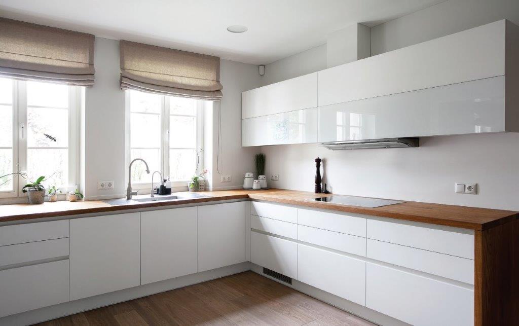Galimybė žvilgtelėti pro langą paįvairina maisto ruošimą (diz. Dalius Razauskas)