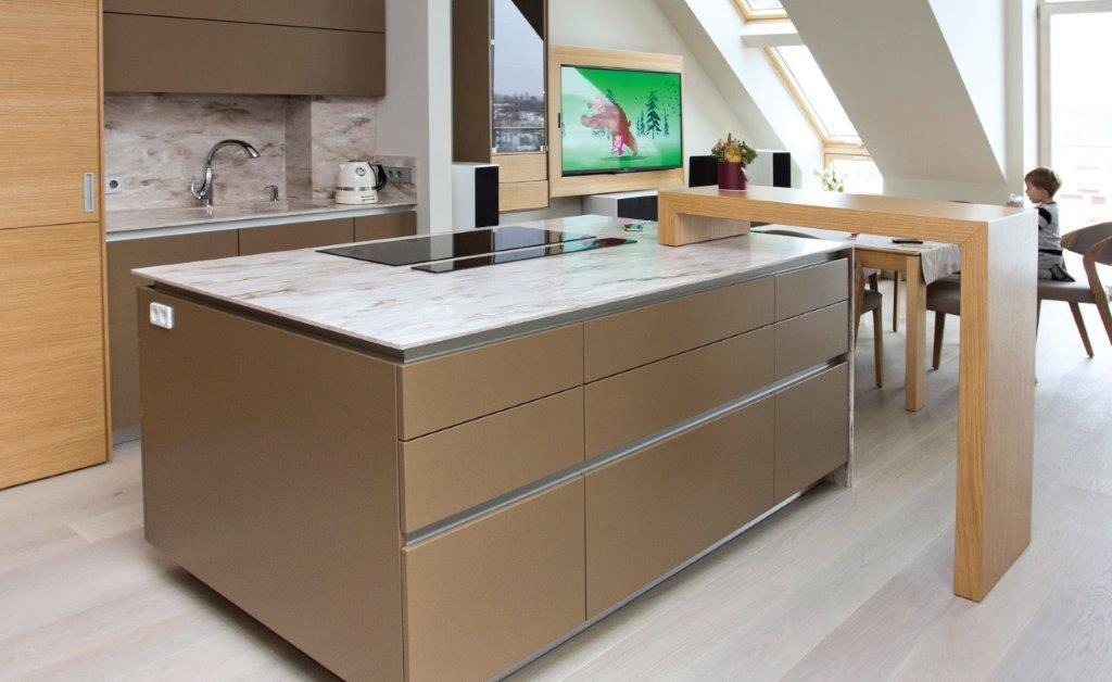Konsolinis staliukas iš laminuotos plokštės – žavi ir patogi detalė (diz. Dalius Razauskas)