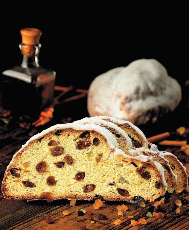 """""""Crustum"""" kepyklėlėje kepamas vokiškas Kalėdų pyragas – štolenas (vok. Stollen)"""