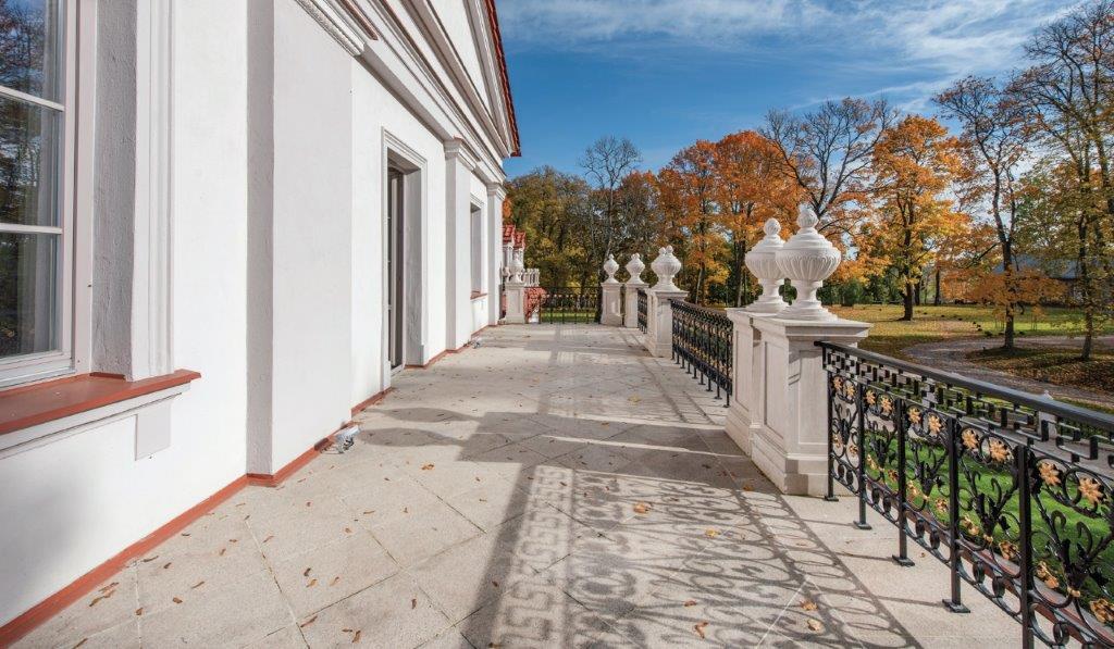 Mėlynoji salė su erdvia terasa ir nuostabiu vaizdu