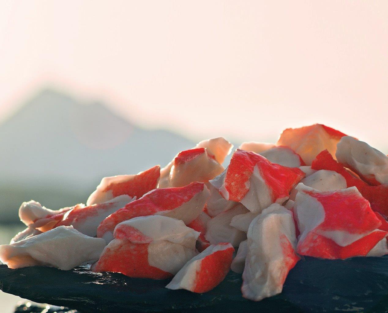 Jūrų gėrybių surimis yra populiarus salotų, sumuštinių ir garnyrų priedas, naudojamas daugelyje sušio baro gaminių